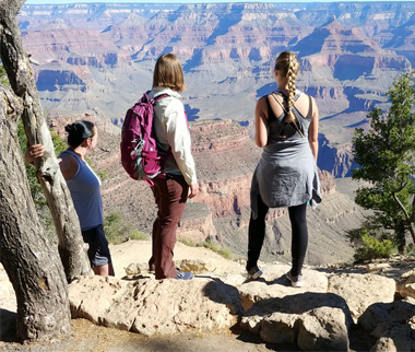 three girls looking out into the grand canyon